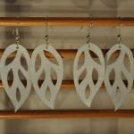 Boucles d'oreilles feuilles blanches