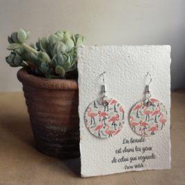 Boucles d'oreilles en papier flamants roses
