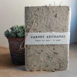 Carnet artisanal en papier fait main à base d'herbes