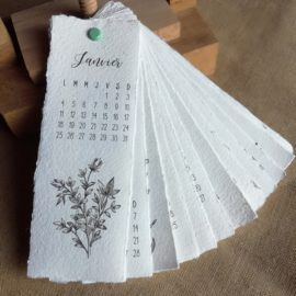 Calendrier botanique sur papier fait main