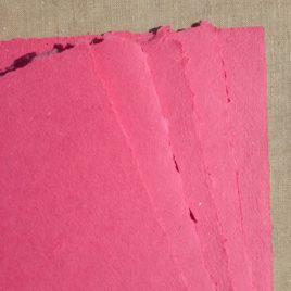 Papier artisanal fait main couleur Framboise