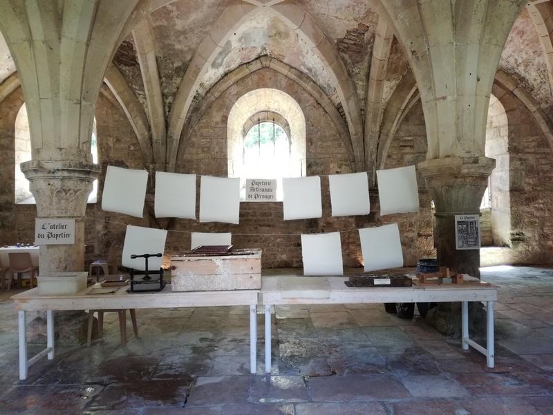 Stand de fabrication de papier à l'Abbaye de Fontenay